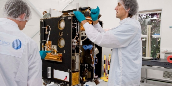 Proba-1 in de 'clean room'