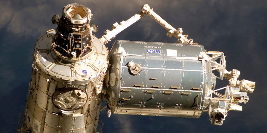 De Columbus module aan het internationaal ruimtestation ISS.
